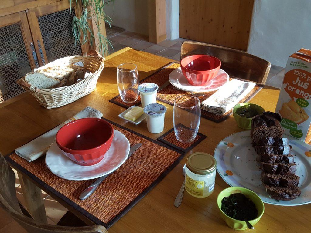 Auvergne-Volvic-Les-Ombelles-Petit-dejeuner-BIO