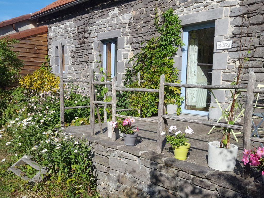 Auvergne-Volvic-Les-Ombelles-Terrasse